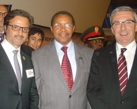 With Jakaya M. Kikwete, Tanzania President, and Jean-Luc Eiselé (left), FDI Executive Director
