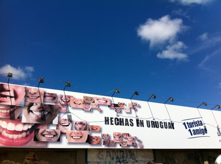 While jogging, a outdoor with beautiful smiles caught my attention… Hechas en Uruguay!