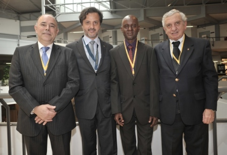 With João Aquino (left), president of the PDA Board of Ethics and Discipline; Mamadu Cande, president of the Guinea-Bissau Dental Association and António Felino chairman of the PDA Oral Surgery College