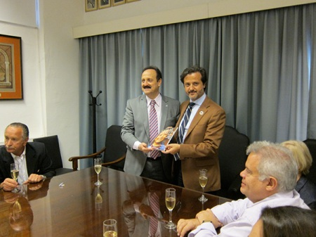 "Offering AOA the FDI publication ""The Oral Health Atlas"" to Ricardo Martinez Lalis, AOA president"