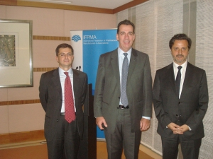 From left, Eduardo Pisani, IFPMA director general, and David Brennan, IFPMA president and CEO of AstraZeneca.