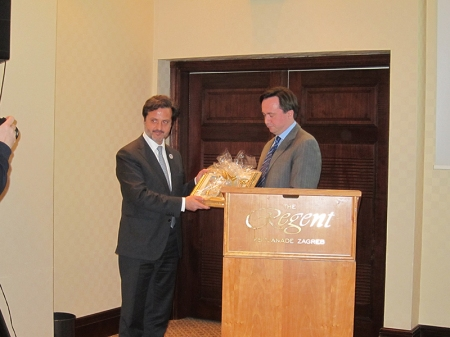 I was also happy to see the Portuguese Dental Association being honored by the president of the CDC, Hrvoje Pezo.