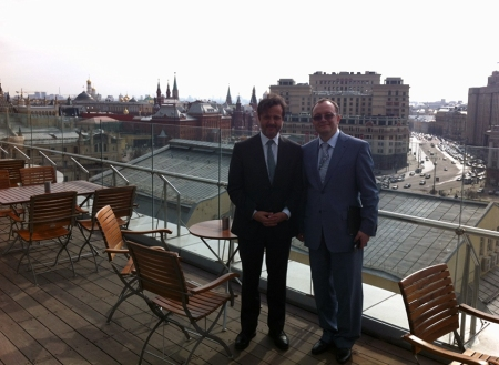 With Oleg O. Janushevich, rector of Moscow State University of Medicine and Dentistry, and with Kremlin in the back.