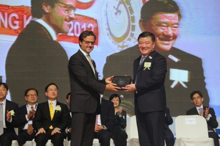 Awarding Chen Zhu, Chinese Minister of Health.