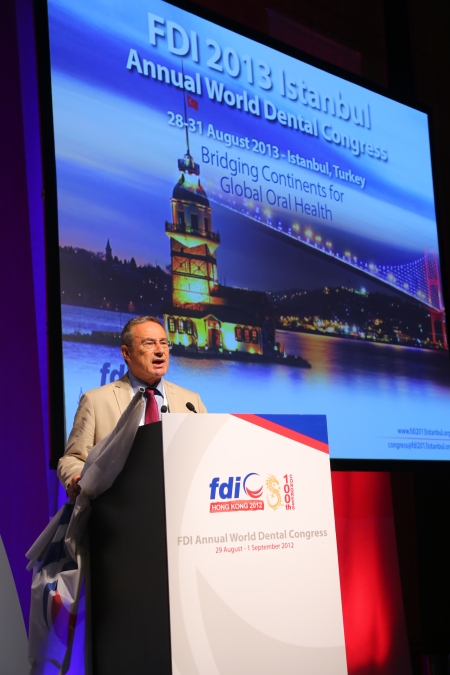 Taner Yücel, president of the Turkish Dental Association presenting the 101st FDI AWDC in Istanbul, 2013.