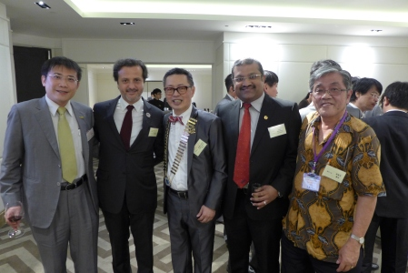 From right to left, Chen Sheng-Mao, colleage and photographer who gently provided me with this nice pictures, Haja Badrudeen Sirajudeen, Malaysian Dental Association president, James Chih-Chien Lee, president of Asia Pacific Dental Federation (APDF/APRO), and myself.