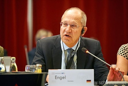 Peter Engel, president of the German Dental Association BZÄK.